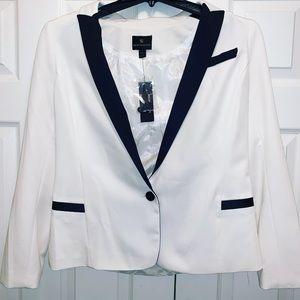 Worthington White blazer with Black trim